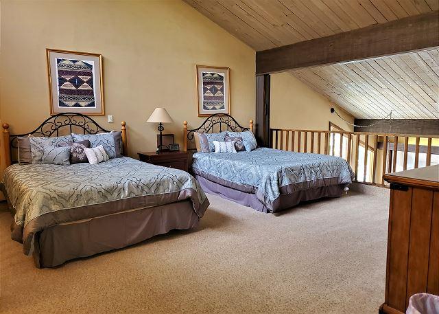 2 Queen Beds in Loft