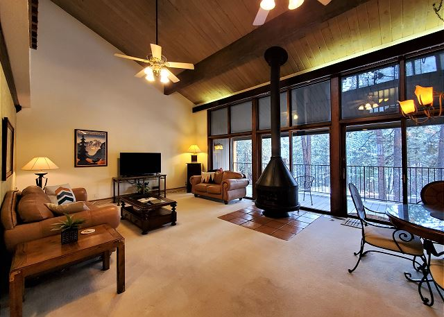 2 Bedroom 2 Bath Condo with Fireplace and Deck