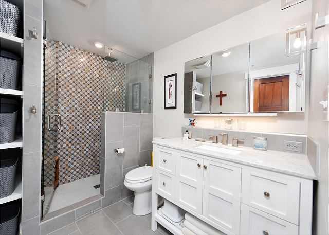Full Bathroom with