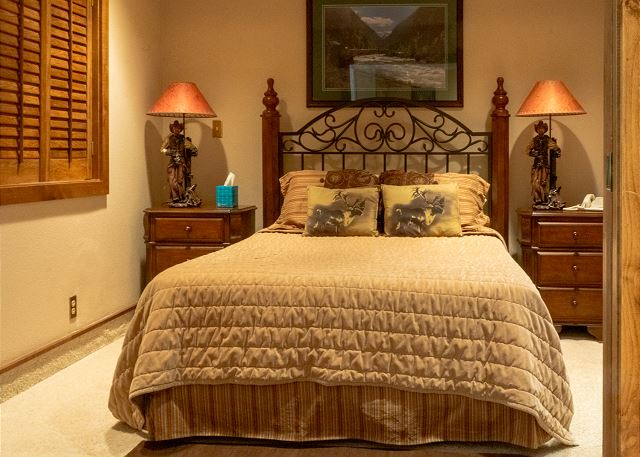 Main Level Bedroon with Queen Bed