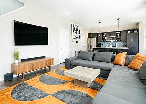 Newly Furnished Modern Executive Rental - 30+ Day Stays - Private Hot Tub