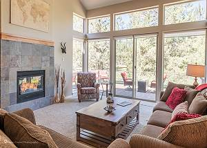 New Listing in Eagle Crest! Beautiful creekside townhome!