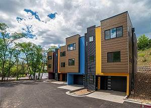 Brand New End Unit Townhome - 2 Miles to Downtown - 30+ Day Stay Required
