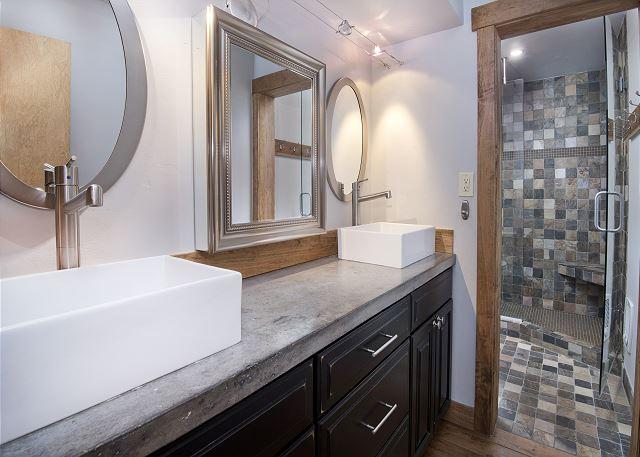 Upstairs full shared bathroom.