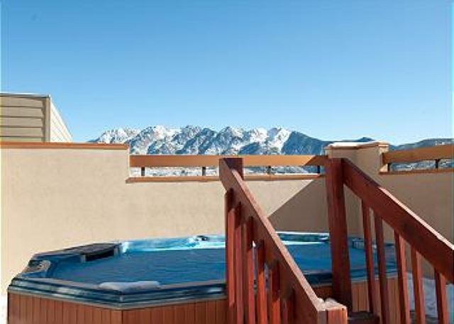 Kendall Rooftop Hot Tub - Great Views!