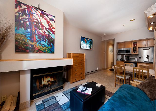 Cozy Condo with Fireplace, Queen Bed, Futon, Kitchenette