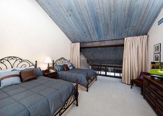 Large Loft with 2 Queens, TV, Full Bathroom