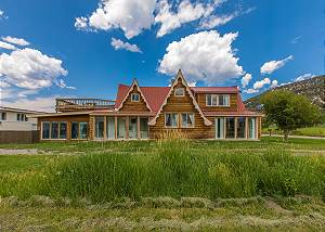 Newly remodeled  - Orvis Hot Springs Near By - Pet Friendly - Fabulous Views!
