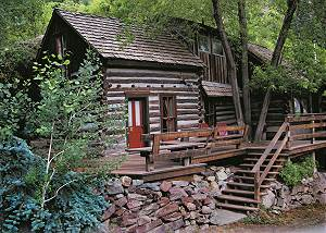 Quaint Historic Cabin - Near Downtown - Pet Friendly