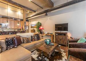Luxury Loft in  Downtown Ouray - Overlooking Main Street - w/Air Conditioning