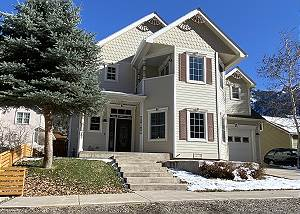 Private Home - Walking Distance to Downtown - Hot Tub - Dog Friendly!