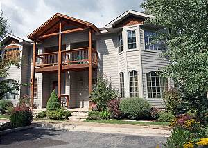 Riverfront Townhome - Walk to Downtown Ouray - Outdoor Deck