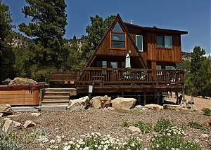 Cozy Cabin - Beautiful Views of the Surrounding Peaks - Hot Tub