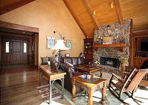 Luxury Mountain Retreat on 40 acres - Amazing Views - Gourmet Kitchen - A/C