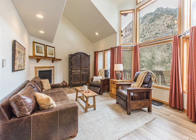 Newly Updated Condo - A/C - Mile to Downtown Ouray - Spectacular Views