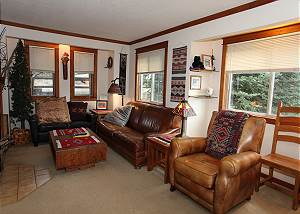 Convenient Location - Next to Ouray Hot Springs Pool - Great Views!