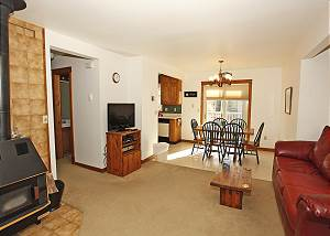 Affordable Townhome - Fiber Optic Internet -Walk to Main Street & Hot Springs
