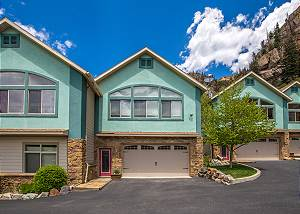 Unbeatable Location - Across from Ouray Hot Springs - Walk to Downtown