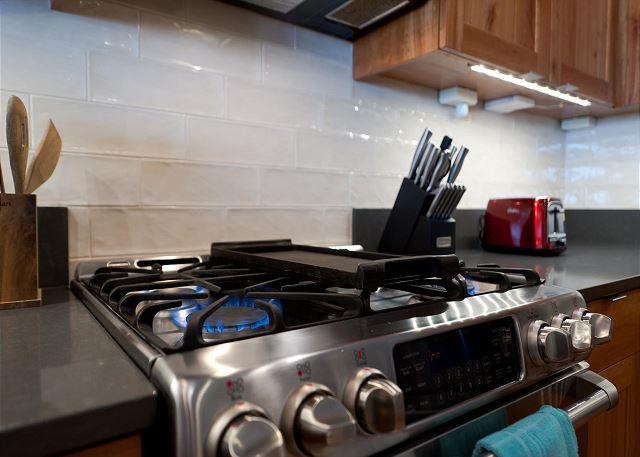Full Kitchen - Gas Stove