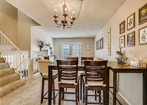 Peaceful 3 bedroom Townhome-Ideally Located