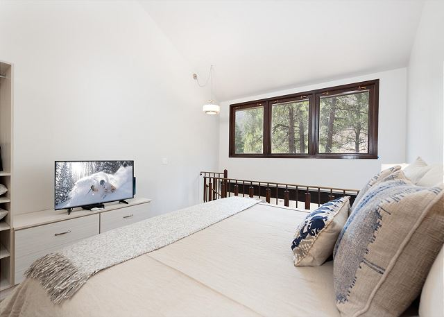 King Bed in Loft with TV
