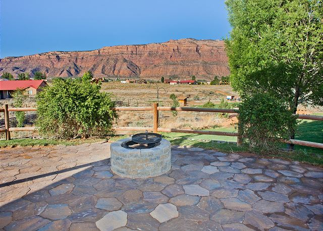 Views, Firepit and Hot Tub - 5TH NIGHT FREE! - 15 Minutes to Downtown Moab