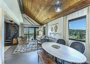 Completely Remodeled Ski in/Ski Out Condo - Views & Deck - Pet Friendly