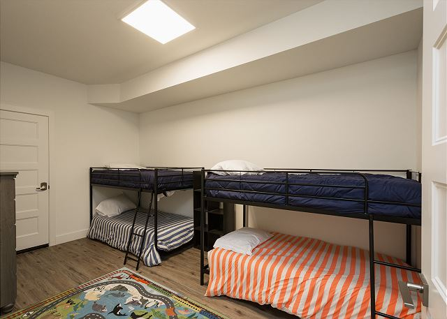 4th Bedroom - 2 bunk beds (single over single)