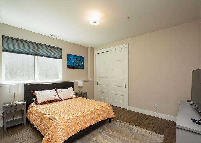 2nd Bedroom - Queen bed and TV