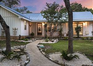 New Listing! - Beautifully Restored Farmhouse - 5 min to Wimberley Square