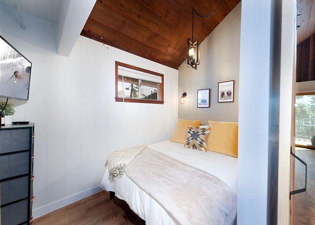 Master Bedroom (Queen) - TV - Main Floor