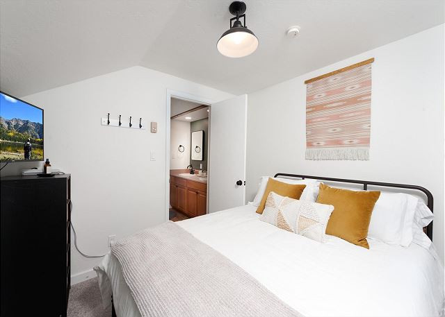 2nd Bedroom - Queen and TV (shares Jack and Jill bathroom with Loft Bedroom