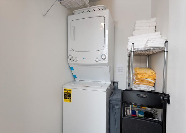 New washer/dryer (Laundry detergent provided)