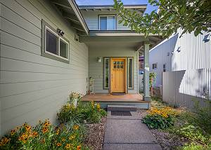 New Listing! Steps away from the Deschutes River ~ Monthly Rental