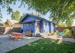 New Listing! Private Hot Tub ~ Modern Cottage ~ In the Heart of Bend