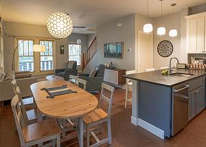 New Listing! 30+ day rental Downtown Bend!