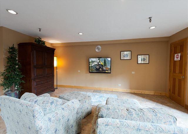 TV area in main Cascade Village building
