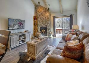 Cascade Village - Gorgeous Mountain Views - Free Ski Shuttle - Heated Pool