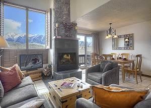 Cascade Village - Awesome Mountain Views - Free Ski Shuttle/Heated Pool