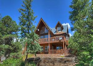 Luxury home on 3 Acres - Views  - Hot Tub/Fire Pit - 9 Minutes from DGO
