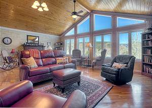 O`Reilly`s Inn Vacation Rental Home - Hot Tub and Yard