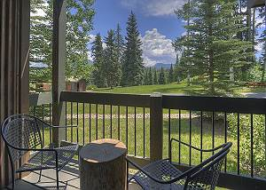 Ground floor single level condo with patio and views - 1 Mile to Purgatory