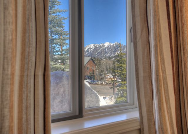 Views from of the Needles Range from the bedroom