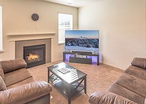 New Listing! 30+ day rental in Bend w/ private hot tub!