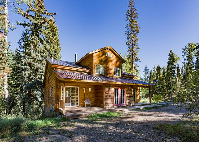 Pet Friendly Mountain Cabin - Hot Tub, Pool Table & Foosball