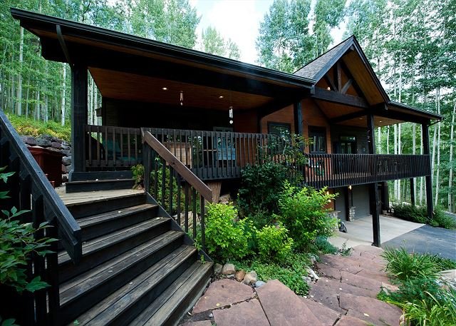 Secluded Luxury Mountain Home - Hot Tub/Ping Pong/Foosball - Pet Friendly