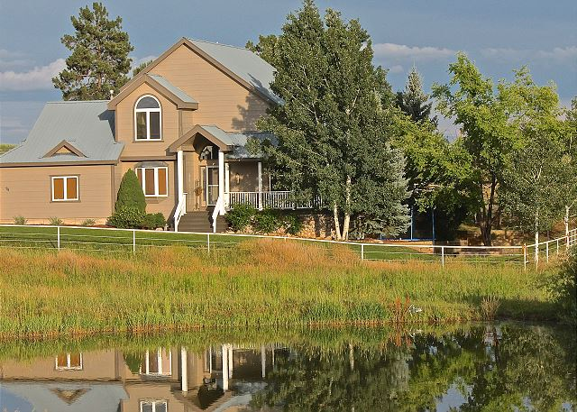 Luxury Home on Rural Acreage - Close to Downtown - Views - 5th Night Free