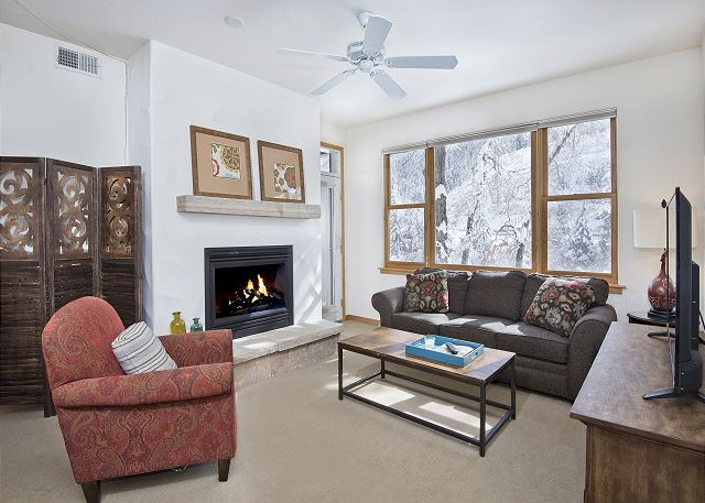 Riverfront Condo in Avon - Easy Access to the Slopes & Restaurants - Hot Tubs