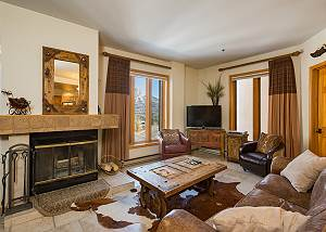 Affordable Luxury Condo - Great Views - Steps to Lifts