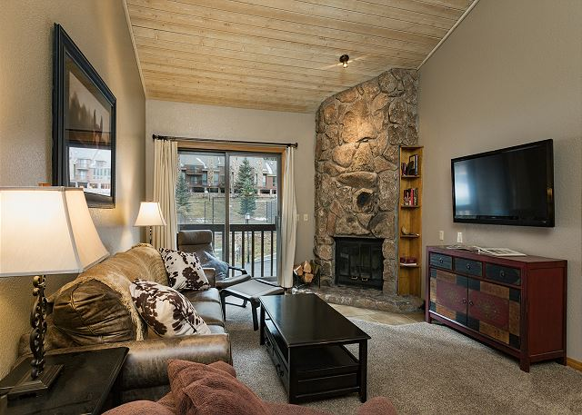 Newly Furnished Condo - Heated Pool - Free Ski Shuttle - 4th Night Free